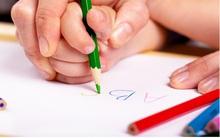 Thay vì ép con học chữ sớm, bố mẹ cần làm việc này để con quen với chữ trước khi vào lớp 1