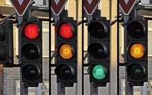 Cả bảng màu sắc phong phú, tại sao xanh - đỏ - vàng lại được chọn làm đèn tín hiệu giao thông?