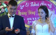 Đám cưới gây sốt ở Thanh Hóa, khách mời nườm nượp lên tặng vàng, cô dâu chú rể đeo trĩu cổ mỏi tay