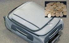Dọn đến nhà mới, mở chiếc vali chủ cũ để lại, người phụ nữ sững sờ nhìn thấy...