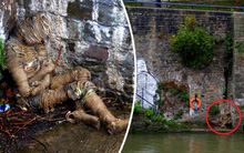 Nhìn thấy xác ướp kinh dị bên bờ sông, người dân giật mình khi lại gần