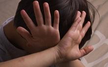 Xâm hại trẻ em: Phụ huynh đang truyền cho con nỗi lo sợ của chính mình, nhưng trẻ con không cần điều đó