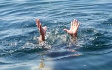 Quảng Ninh: Đi chơi, 2 cháu bé chết đuối thương tâm vì rơi xuống hố nước ven đường