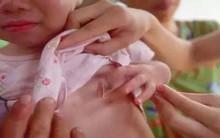 Phát hiện con 3 tuổi chảy máu vùng kín, cứ ngỡ con bị xâm hại nhưng lời bác sĩ nói khiến người mẹ chết lặng