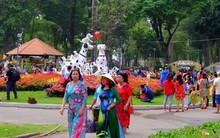 Sài Gòn khai màn hội hoa xuân Tao Đàn, tiểu cảnh chó khổng lồ hút khách