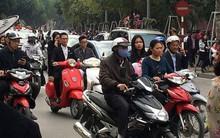 Người dân đi du xuân đầu năm đường phố Hà thành kẹt cứng