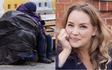 """Trò chuyện với một người vô gia cư, người phụ nữ không ngờ cuộc đời mình hoàn toàn thay đổi 10 năm sau đó chỉ vì """"đôi mắt nâu tuyệt đẹp"""""""