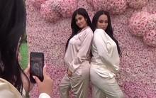 Không hổ danh hot girl số 1 thế giới, Kylie Jenner bụng bầu vượt mặt vẫn đẹp và sang đến lạ