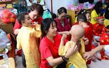Omo gửi trao Tết trọn vẹn đến với các em ở bệnh viện Ung bướu