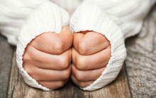 Bàn tay lúc nào cũng lạnh: cẩn thận bởi có thể bạn đã mắc phải 1 trong 5 căn bệnh sau
