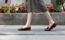 Nếu đang đi giày mà không đi tất hãy chấm dứt ngay vì như vậy là bạn đang trực tiếp