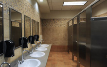 Nếu còn cho con đi vệ sinh một mình ở toilet công cộng, hãy đọc ngay cảnh báo về