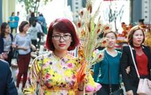 Hội chị em Hà Nội - Sài Gòn tranh thủ giờ nghỉ trưa, xúng xính đi lễ cầu an ngày rằm tháng Giêng