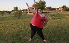 Từng nặng tới 318kg và chồng phải bón thức ăn bằng phễu, người phụ nữ này đã giảm hơn 100kg trong vài tháng như thế nào?