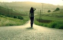Chồng tương lai cách nhà đến hơn 200 cây số, bố mẹ tôi không cho cưới và dọa sẽ từ mặt