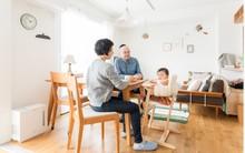 Căn hộ bé xinh nhưng ngập tràn ánh sáng của vợ chồng người Nhật mới có con nhỏ khiến ai cũng mê