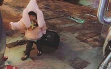 Nói còn chưa sõi nhưng cô bé 2 tuổi đã nhiều lần xách vali bỏ nhà ra đi với lý do
