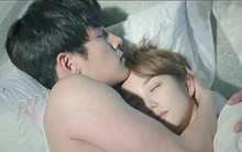 Tiết lộ nguyên nhân bất ngờ khiến 2 vợ chồng cứ ôm nhau ngủ im thin thít mỗi khi trời mưa