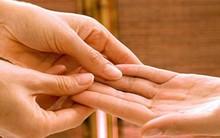 Xòe bàn tay xem bạn có sở hữu 3 đường chỉ tay đem lại cuộc sống thoải mái, không bao giờ phải lo lắng về tiền bạc hay không?
