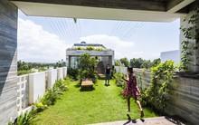 Ngôi nhà sâu 35m với khu vườn trên sân thượng đẹp muốn hờn ở Đà Nẵng