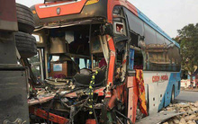 Thái Bình: Hàng chục người đập cửa kính thoát thân khi xe giường nằm va chạm với xe tải chở gạch