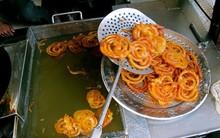 Người Ấn Độ có món bánh độc đáo được làm bằng cách