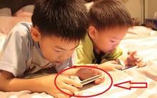 Những sai lầm tai hại của cha mẹ khi cho trẻ dùng điện thoại, máy tính