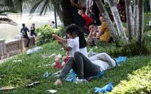 Người dân hồn nhiên dẫm lên cỏ, xả rác, trải chiếu ngủ giữa công viên Thủ Lệ mặc kệ biển cấm khắp nơi
