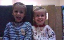 Ngày cậu bé 8 tuổi cùng em trai bị mẹ bắn vào đầu, không ai dám nghĩ ngày này sẽ đến