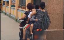 Nhìn hình ảnh mẹ đón con kẹp 5 trên xe máy trước cổng trường, vừa giận nhưng cũng vừa thương