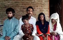 4 đứa con bị hàng xóm hắt hủi vì mắc bệnh lạ, người cha khốn khổ phải cầu xin sự giúp đỡ của mọi người
