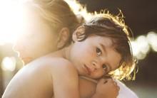 Vì một phút yếu lòng trong chuyến công tác xa, tôi đã tự phá hỏng tương lai của mình rồi trở thành mẹ đơn thân