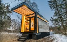 Nhìn nhỏ như chiếc xe nhưng ngôi nhà tí hon của nữ nhà văn nổi tiếng thế giới này sẽ khiến bạn