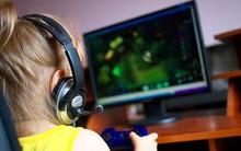 Mua đồ chơi điện tử cho con gái, bố mẹ hốt hoảng khi con nghiện đến mức có những hành động không thể tin nổi
