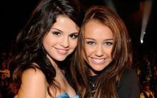 Từng ghét nhau không đội trời chung, Miley bỗng bảo vệ Selena khi cô bạn cũ bị chê