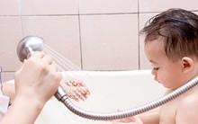 Điểm danh những lỗi cha mẹ rất hay mắc phải khi tắm cho trẻ sơ sinh