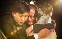 Nước mắt cha ngày con lấy chồng: Bao lời muốn nói mà chẳng ngăn được những nấc nghẹn, chỉ mong con hạnh phúc