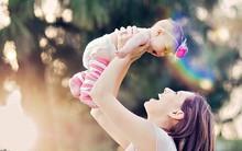 Đi tìm 4 bà mẹ Hoàng đạo hay yêu chiều con cái