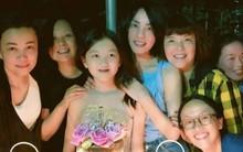 Vương Phi khoe ảnh ôm hôn con gái hở hàm ếch trong tiệc sinh nhật, đáp trả tin mải yêu đương bỏ bê con cái
