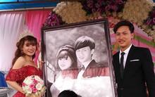 """Cặp đôi nổi tiếng MXH vì được tặng tranh truyền thần trong đám cưới tiết lộ chuyện tình """"thanh mai trúc mã"""""""