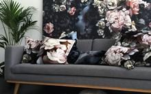 Cả ngôi nhà sẽ được F5 trong tích tắc nhờ trang trí bằng họa tiết hoa sẫm màu