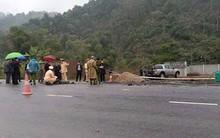 Mất lái, ô tô 4 chỗ tông chết 5 công nhân đang thi công trên đường