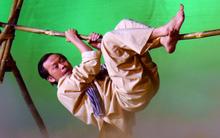 Hoài Linh chấn thương đầu gối vì bị té ngã khi đang diễn với Trấn Thành