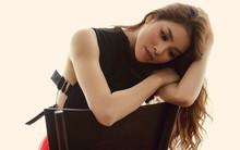 Phạm Hương đầy khác lạ sau khi trao vương miện Hoa hậu Hoàn vũ cho người kế nhiệm
