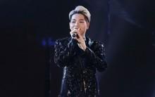 Đức Phúc chào fan bằng tiếng Hàn