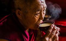 Trà bơ - thức uống phải đi gần 4.000km mới đến nơi, giúp người Tây Tạng tồn tại hàng ngàn năm giữa cao nguyên lạnh giá