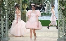 Con gái 16 tuổi của Cindy Crawford xuất hiện ấn tượng ở Tuần lễ Thời trang Haute Couture