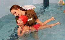 10 điều bố mẹ cần lưu ý khi dạy con học bơi