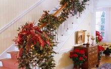 25 cách trang trí tay vịn cầu thang cực đẹp đón Giáng sinh