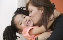 5 lỗi các bố mẹ thường mắc khi khen ngợi con